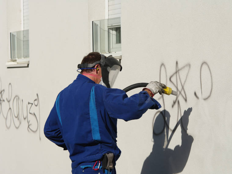 Graffitientfernung – Angebot der Firma Riedl Natursteine in Künzing