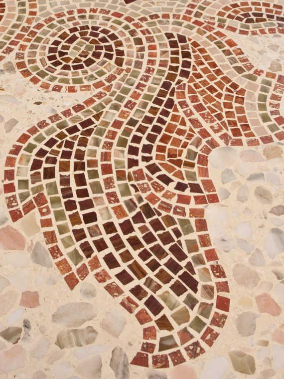 Mediterranes Flair durch einen Terrazzoboden - Firma Riedl Natursteine in Künzing