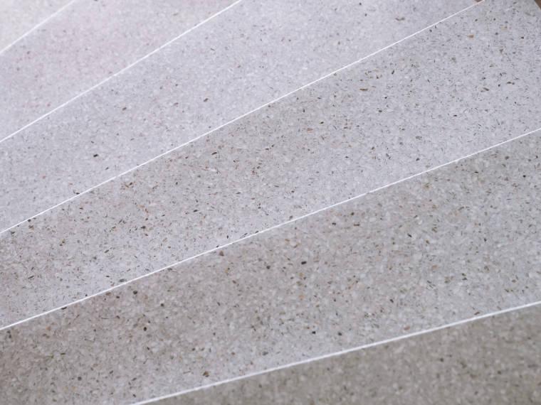 Terrazzobodentreppe - Firma Riedl Natursteine in Künzing